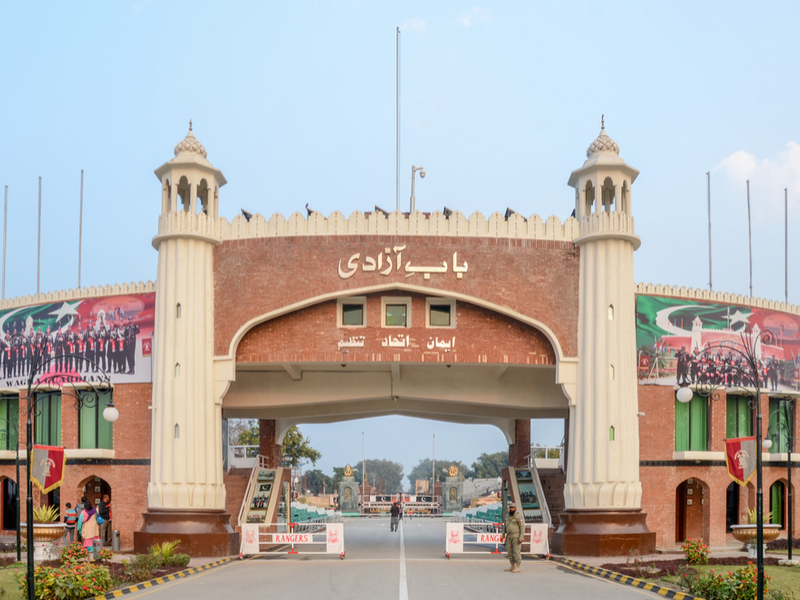 Pakistan hands over  Abhinandan to India as peace gesture in Wagah border
