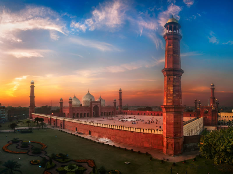 Imam-e-Kaaba visit Badshahi Mosque in Pakistan