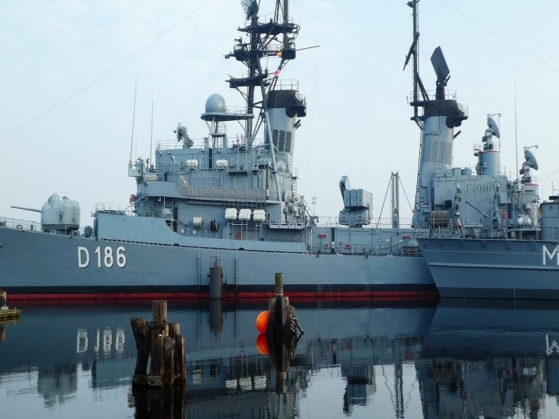 Pakistan Navy  effectively test-fires missile in Arabian Ocean