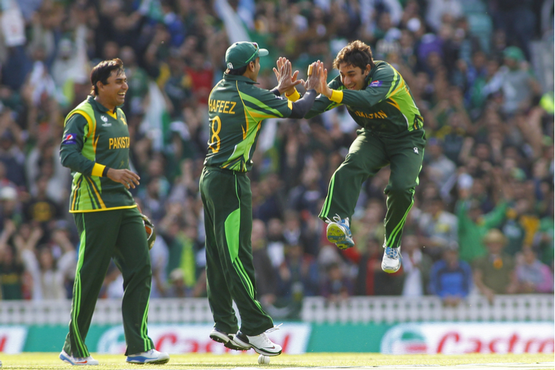 Pakistan, England players cautioned against to waste throwing the ball on the turf