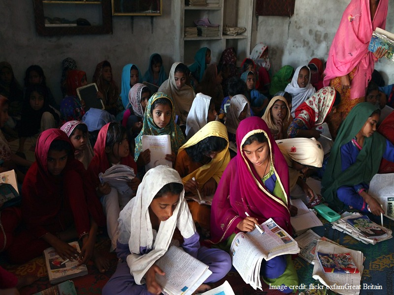 پاکستان کے تقریبا 3000 افغان طلباء کو اسکالرشپ اور امداد فراہم کرنے کے لئے پاکستان