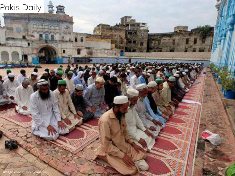 قوم عیدالاضحی کو مذہبی جوش و جذبے کے ساتھ مناتی ہے۔