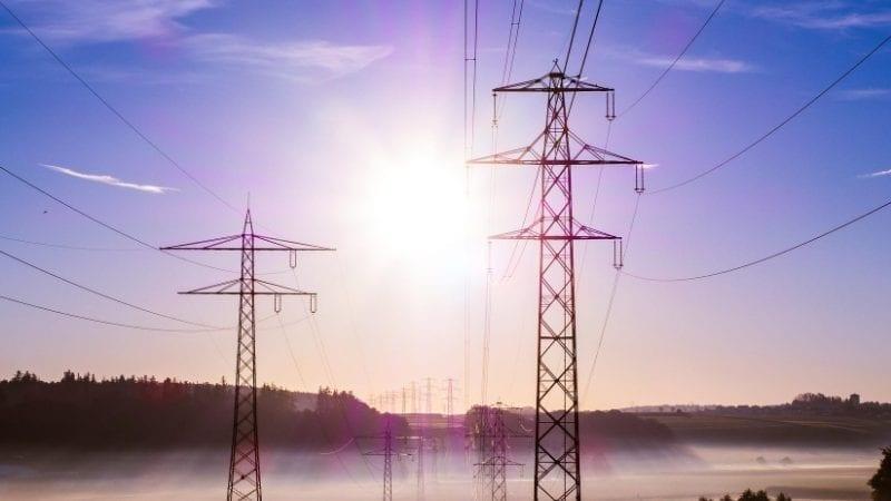 اسلام آباد (مانیٹرنگ ڈیسک) پاکستان تحریک انصاف (پی ٹی آئی) کی حکومت نے بدھ کے روز بجلی کی قیمت میں 83 پیسے فی یونٹ اضافے کی منظوری دی ہے جو صارفین کو 300 سے زائد یونٹ استعمال کرنے کے لئے اپنی جیبوں میں سے 80 ارب روپے وصول کرتے ہیں۔