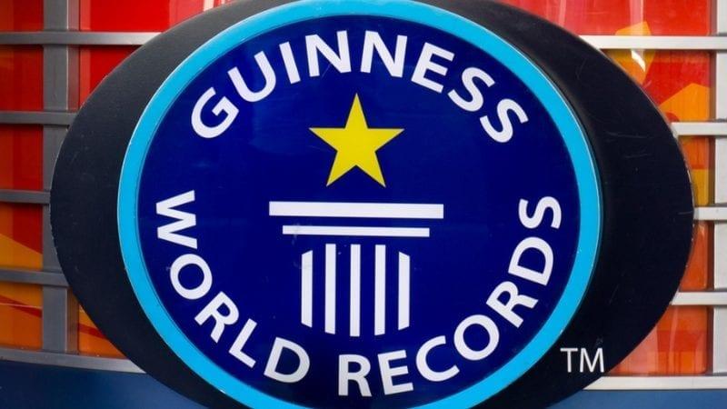 ایک 11 سالہ پاکستانی لڑکے نے ایک منٹ میں سب سے زیادہ ممالک کی شناخت کرکے گینز ورلڈ کا نیا ریکارڈ قائم کیا ہے۔