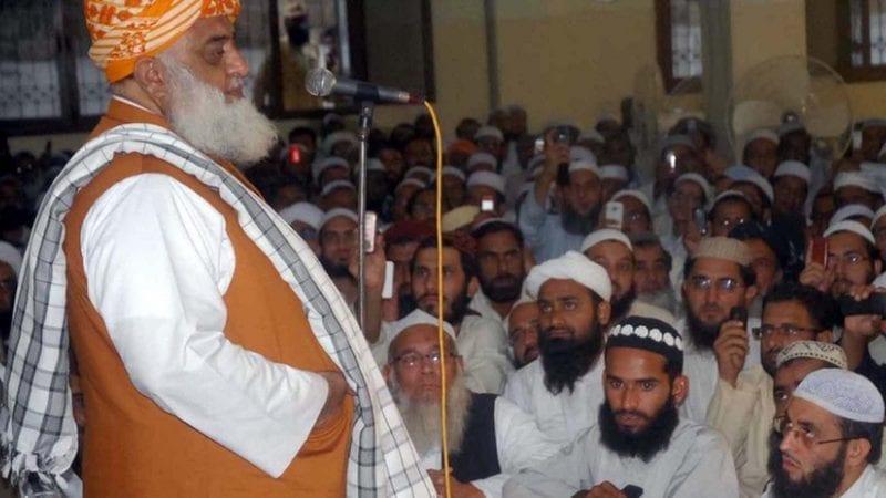 جمعیت علمائے اسلام فضل (جے یو آئی-ف) کے سربراہ مولانا فضل الرحمن نے جمعرات کو حکومت کو متنبہ کیا ہے کہ ان کی جماعت ملک بھر میں شاہراہوں کو روکنے سے بھی زیادہ آگے بڑھے گی۔