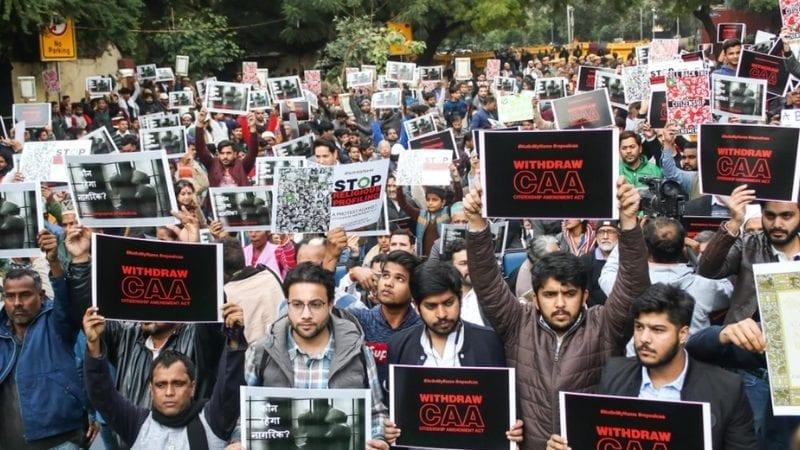 شہریت ایکٹ میں حالیہ ترمیم کے خلاف سینکڑوں مظاہرین نے ہفتہ کے روز دہلی کے جنتر منتر میں احتجاج کیا۔