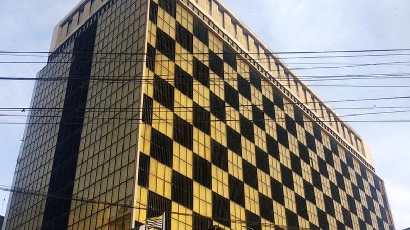 نیشنل بینک آف پاکستان ہیڈ آفس کی مشہور سنہری رنگ کے شیشے کی عمارت