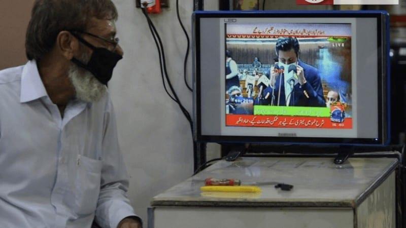 پاکستان میں بننے والے موبائل فون کی قیمت کم ہو گی