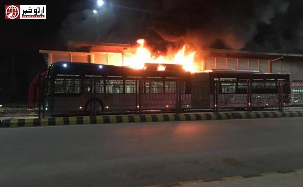 پشاور بی آر ٹی میں آگ، کوئی جانی نقصان نہیں ہوا