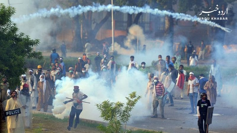 اسلام-آباد-میں-سرکاری-ملازمین-کا-تنخواہ-بڑھانے-کا-مطالبہ،-احتجاج-پر-پولیس-کا-آنسو-گیس