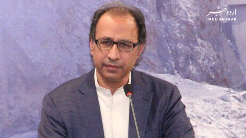 حفیظ شیخ کو وزارت خزانہ سے ہٹا دیا گیا