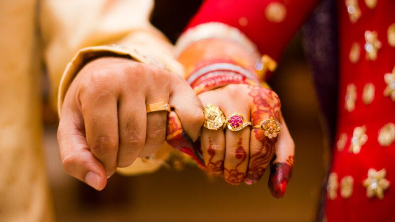 """سندھ اسمبلی میں اٹھارہ سال سے زائد عمر افراد کی """"لازمی شادی"""" کرنے کا بل پیش"""