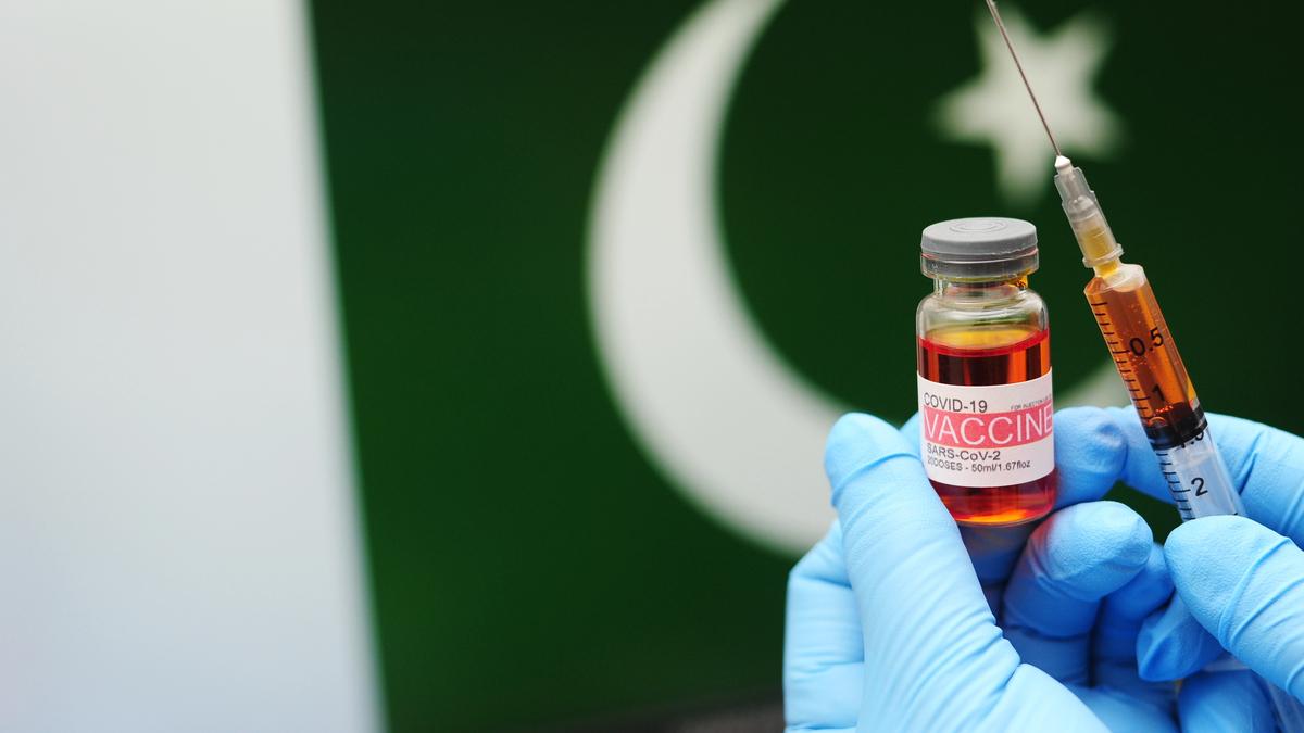 پاکستان میں چالیس سال سے زائد العمر افراد کے لئے ویکسن رجسٹریشن کا عمل جاری