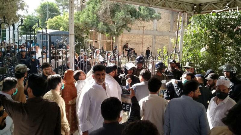 پولیس سے جھڑپیں، بلوچستان کے ایم پی اے زخمی
